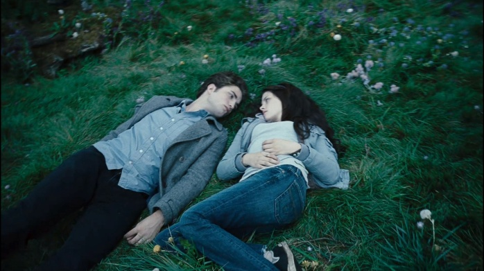 Bella-Edward-Twilight-trailer-3-HQ-edward-and-bella-2556256-2185-1224